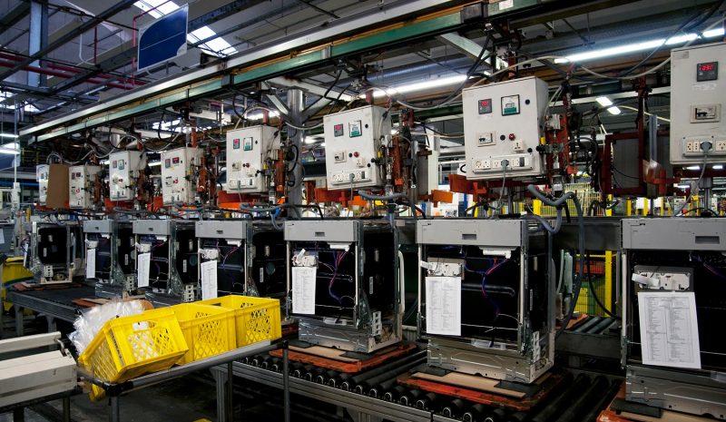 Robots que crean empleo y robots que lo destruyen: así podría ser el futuro laboral del mañana