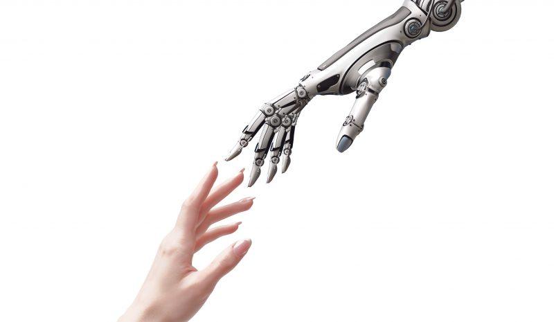 El toque de un robot conversacional provoca respuesta emocional positiva